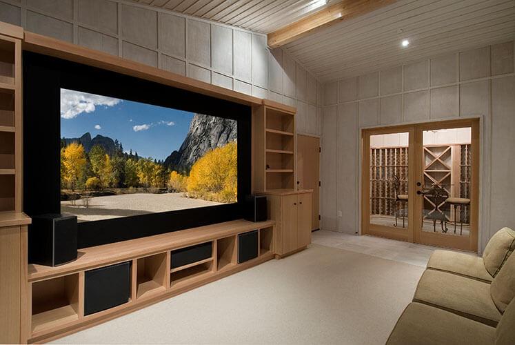 Heimkino mit großem Fernseher ineigenem Fernsehzimmer