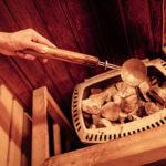 Saunaaufguss in Sauna