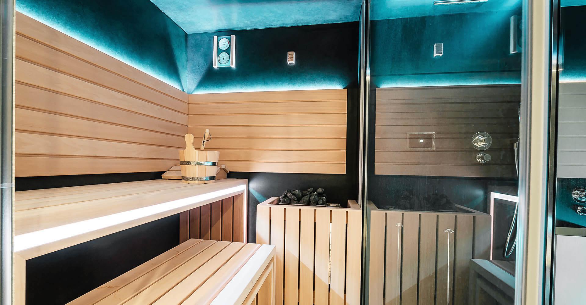 Sauna Zuhause mit blauer Beleuchtung bzw. Infrarotlicht