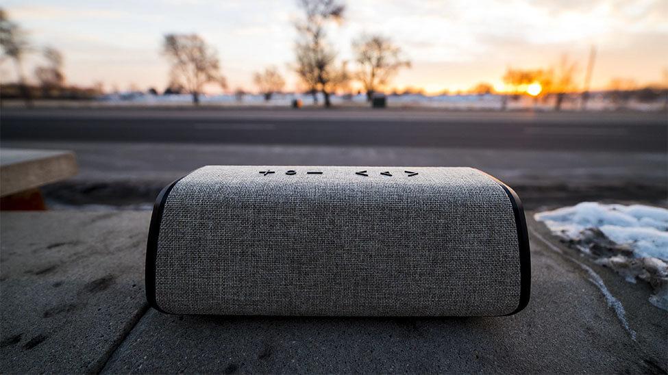 Tragbare Bluetooth Lautsprecher draußen