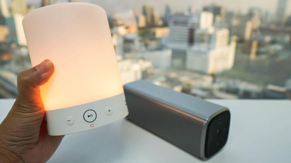 Leuchtende Bluetooth Lautsprecher Lampe auf Terrasse