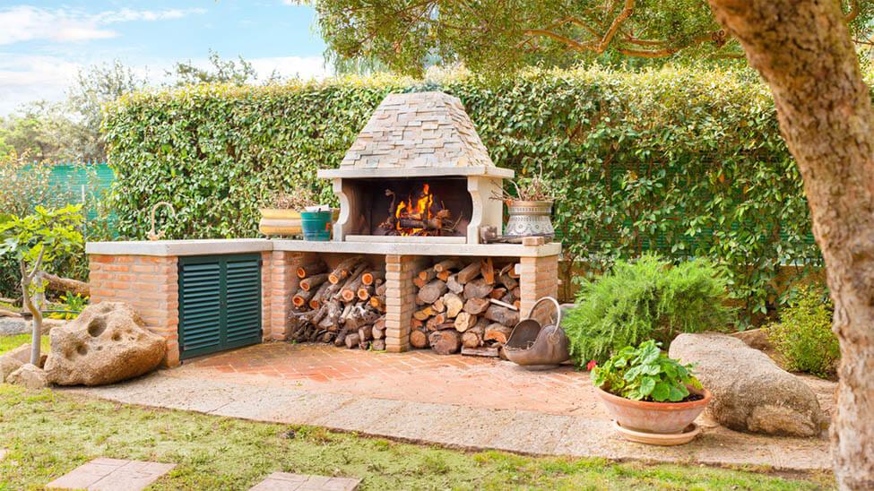 Feuerstelle - Feuerofen im Garten