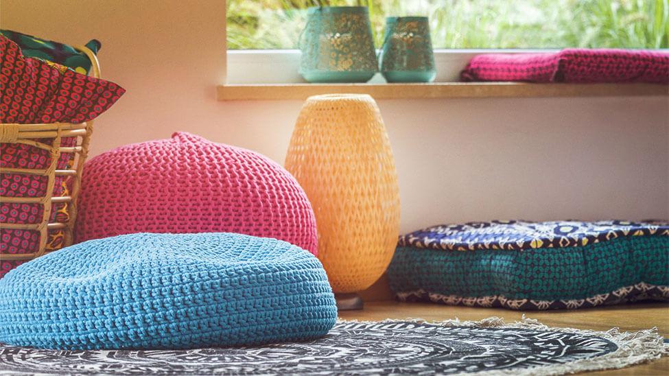 Meditationskissen in verschiedenen Farben und Formen
