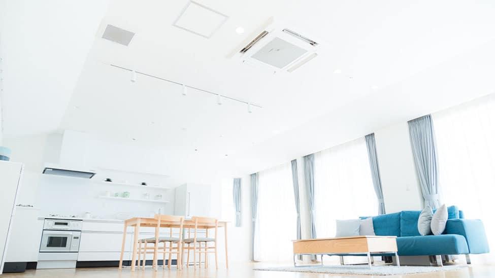 Klimaanlage an Decke in Wohnzimmer