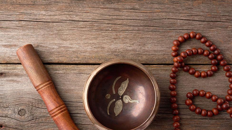 Klangschale mit Meditationskette