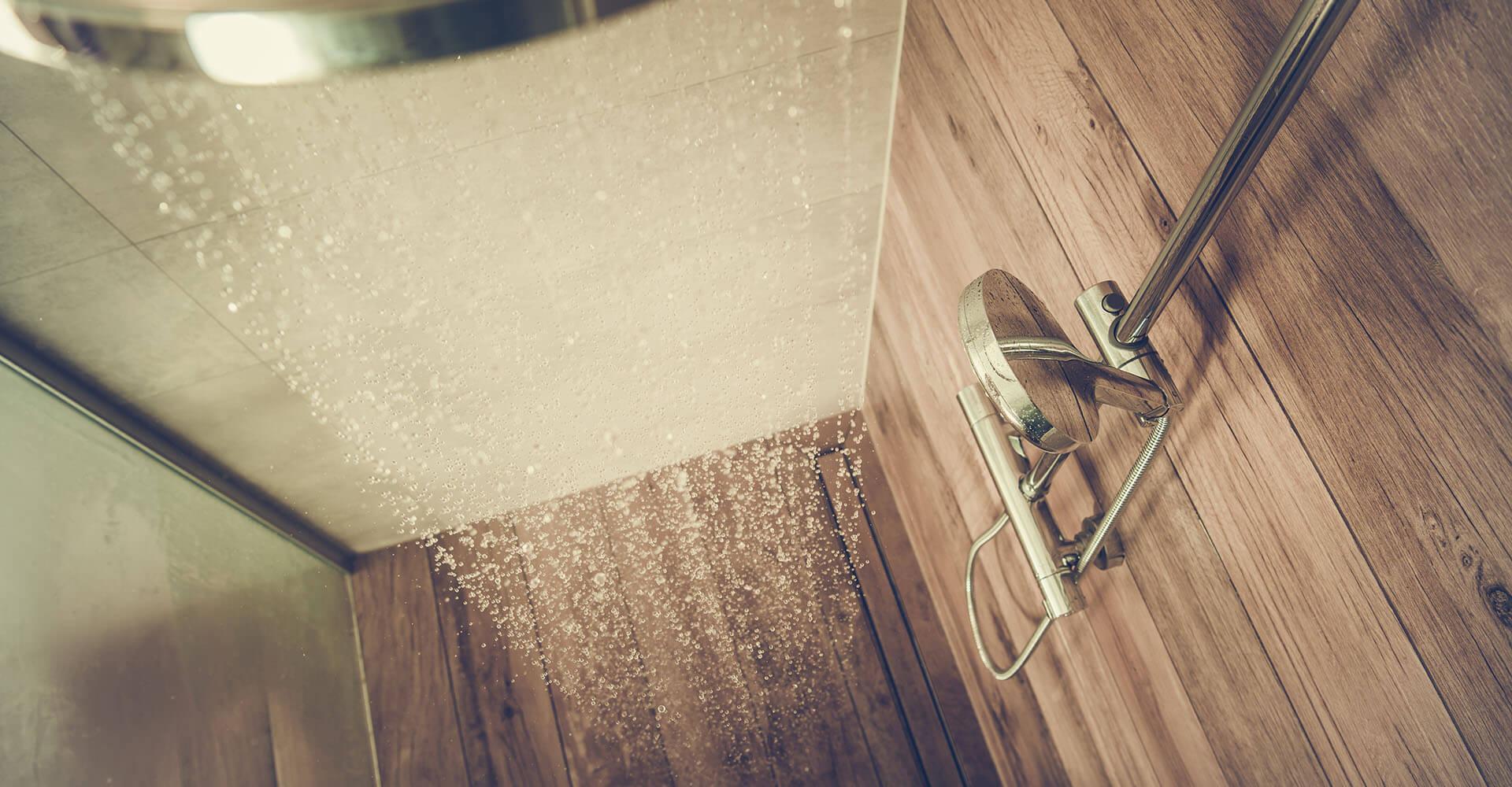Dusche mit Duschkopf