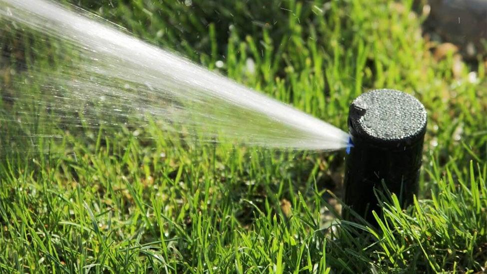 Sprinkler gesteuert von Bewässerungscomputer