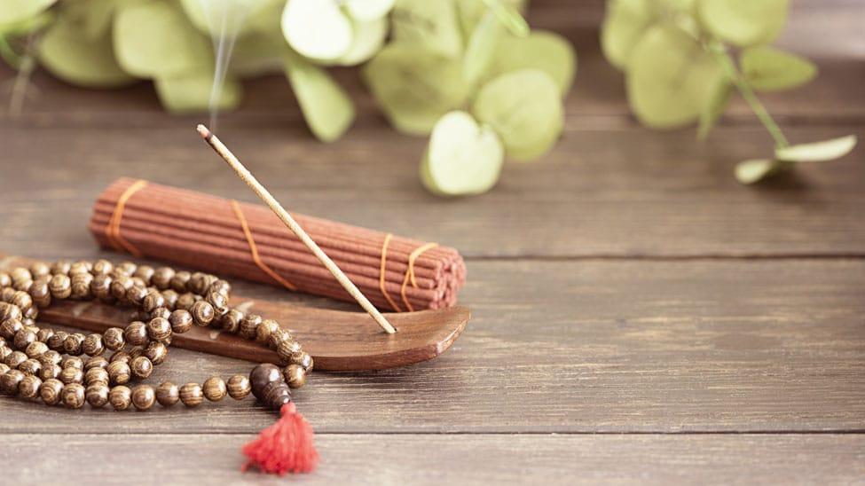 Räucherstäbchen zum Meditieren