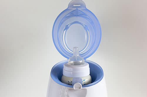 Babyflasche in Flaschenwärmer