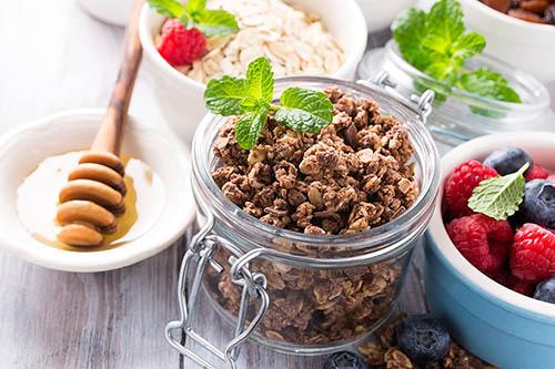 Ballaststoffe in Honig, Müsli und Beeren
