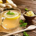 Hausmittel gegen Erkältung wie Zitrone und Ingwer