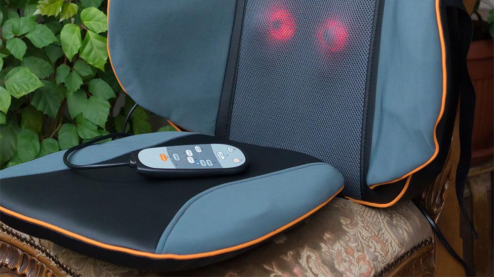 Massageauflage mit Bedienung auf Sessel