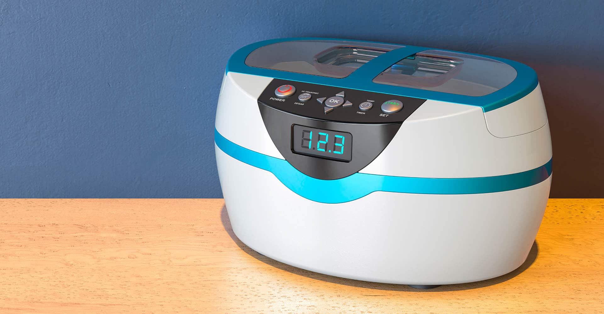 Ultraschall Reinigungsgerät auf Tisch