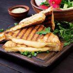 Sandwich mit Käse aus Sandwichmaker