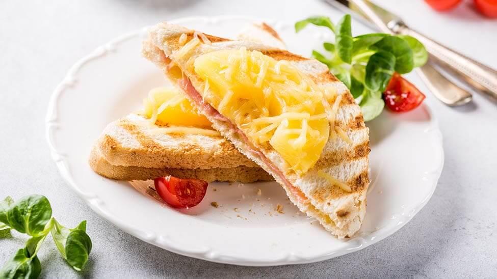 Sandwichbrot mit Ananas drauf