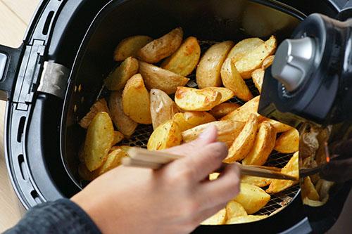Kartoffeln in Fritteuse