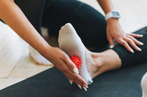 Massageball an Fuß