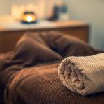 Elektrische Massageliege mit Spa-Ambiente